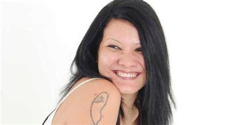 artis wanita indonesia  tubuh penuh tato informasi terkini terbaru