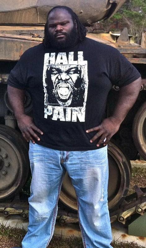 bobby lashley bench press 187 wwe mark henry in black t shirt wwe photos