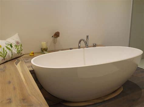 Freistehende Badewanne In Kleinem Bad by Kleines Badezimmer Mit Der Freistehenden Badewanne Piemont