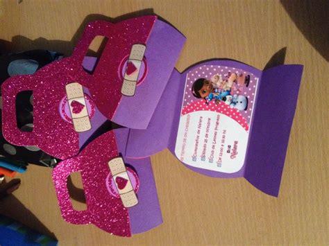 imagenes de juguetes originales tarjeta invitaci 243 n dra juguetes cumplea 241 os doctora