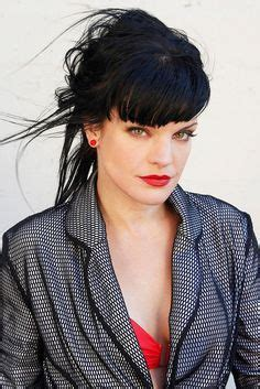 does pauley perrette wear a wig now on ncis abby from ncis what a beauty she looks so different
