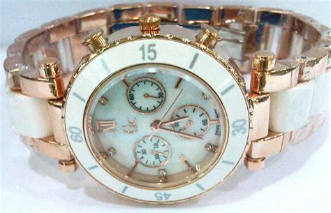 Guess 3chrono White guess chrono silver white silver gold rp 250 000 jual