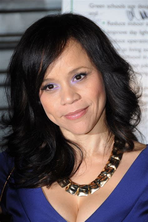rosie perezs hair is it real or wig rosie perez hair on the view hairstylegalleries com