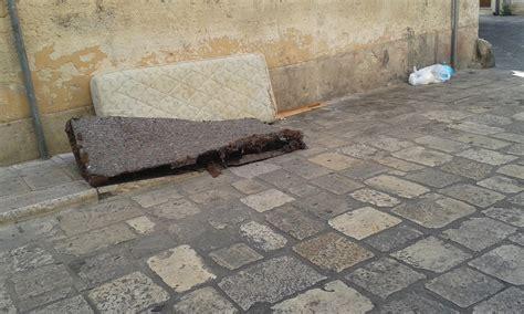ufficio scolastico provinciale brindisi l ecologica pulisce e gli incivili sporcano brindisi non