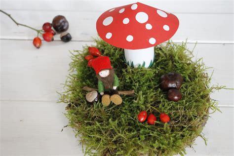 Einfache Herbstdeko Tisch by Herbstdeko Basteln Einfache Idee F 252 R Ein Herbstgesteck