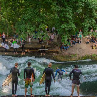 Englischer Garten Eisbachwelle by Surfen Wellenreiten Eisbach In M 252 Nchen Das Offizielle