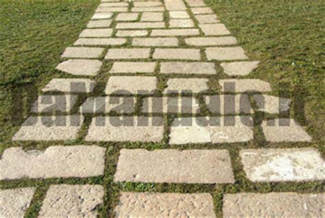 camminatoio giardino come fare un vialetto lastricato in giardino