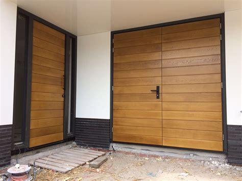Houten Openslaande Garagedeuren by Project 187 Houten Openslaande Garagedeur Met Bijpassende
