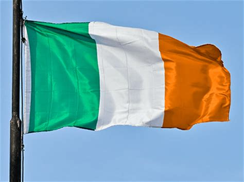 what do the colors mean on the irish flag ireland flag colors all about irish flag meaning history
