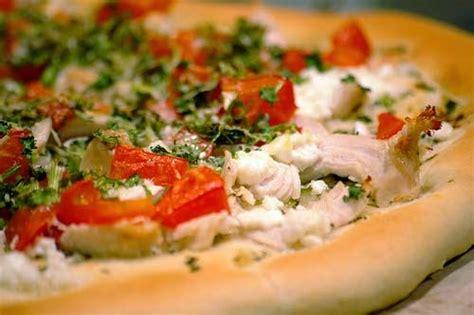 membuat adonan pizza tipis ragam indonesia tips membuat pizza agar tidak gagal