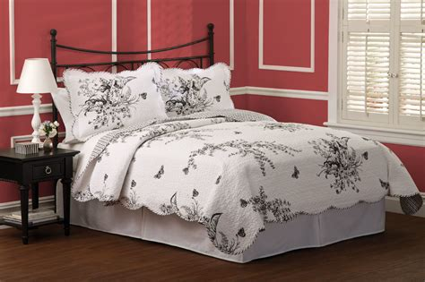 Quilted Bedding by Black And White Quilt Bedding 3 Quilt Set In
