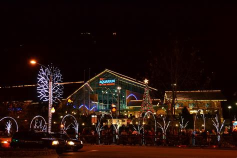 4 best ways to see the gatlinburg tn christmas lights