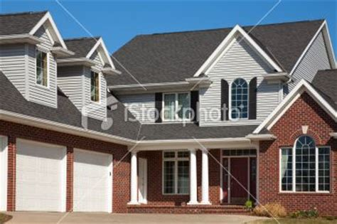 brick and vinyl siding house pictures vinyl siding attached garage and bricks on pinterest