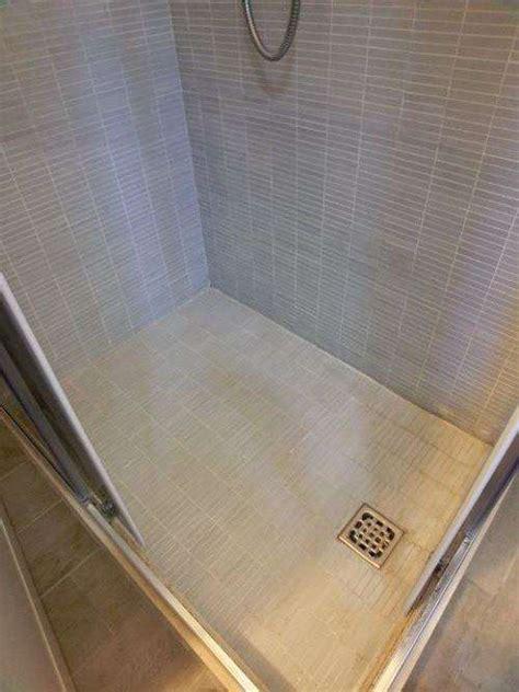 piatto doccia piastrelle come pulire piatto doccia mosaico fughe bianche pavimento