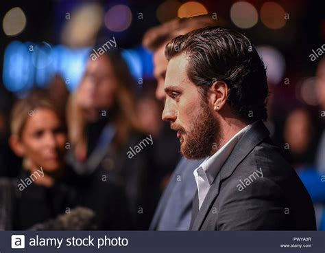 aaron taylor johnson outlaw king aaron taylor johnson attends the outlaw king premiere at