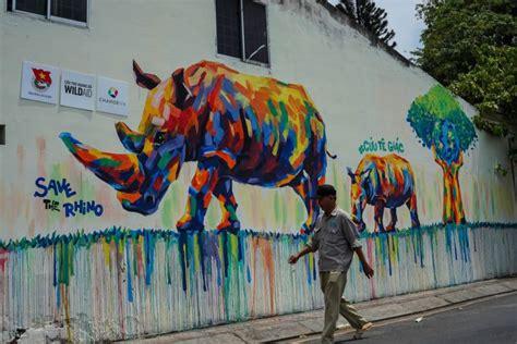 graffiti campaign brings rhino conservation message