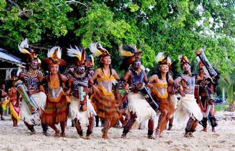 Baju Adat Dari Papua tugas ibd kebudayaan papua