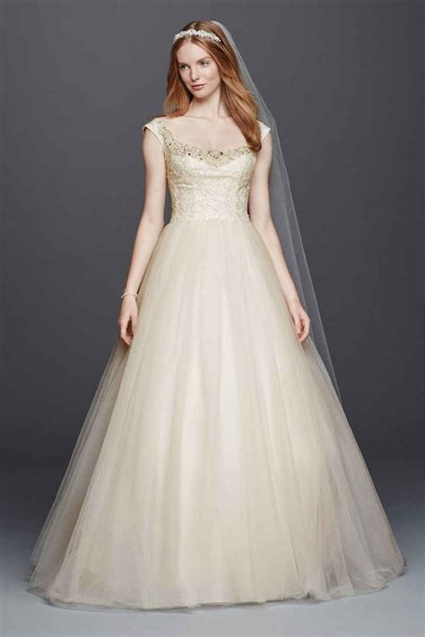 Gowns For Wedding by 20 Trendiest Wedding Dresses 1 000 Everafterguide