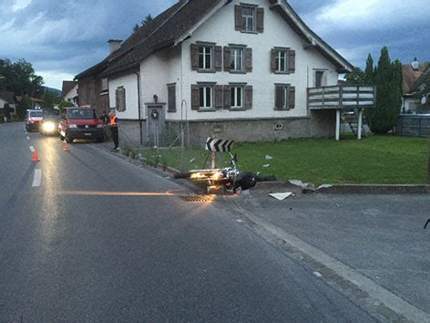 Motorradfahren Ohne Helm Schweiz by Motorradfahrer Ohne Helm Schwer Verletzt Vorarlberg Orf At