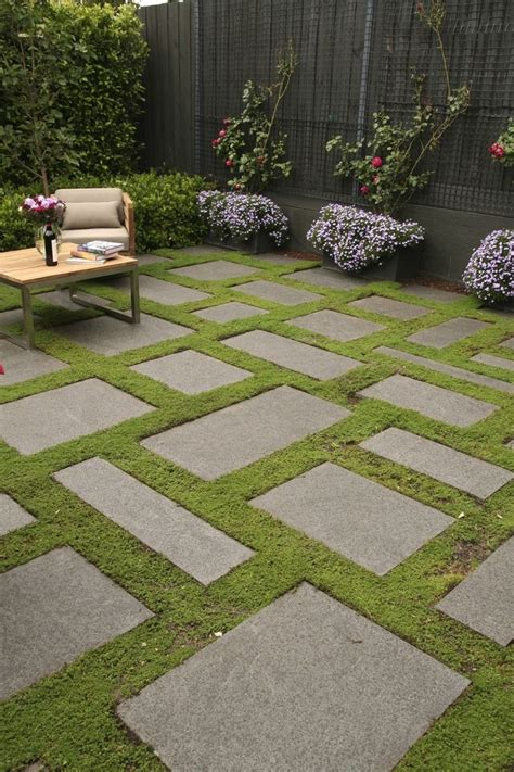 bluestone slabs and groundcover gives a carpet effect in