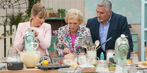 great british bake off great british bake off the funniest gbbo tweets as mary berry and paul hollywood kick off
