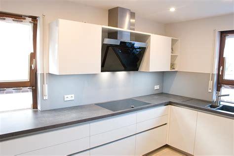 küchenblock weiß hochglanz wohnzimmer wei 223 gr 252 n