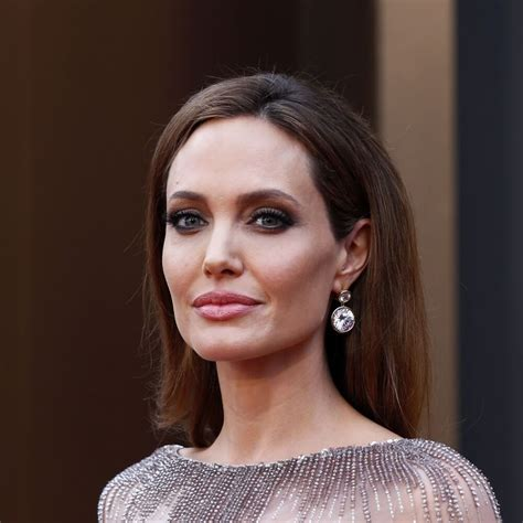 angelina jolie biography in spanish angelina jolie biography essay writinggroups75 web fc2 com