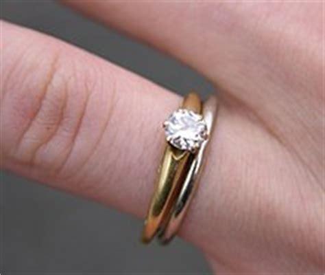 Snubní prsten z bílého zlata a pozlacený zásnubní prsten s diamantem
