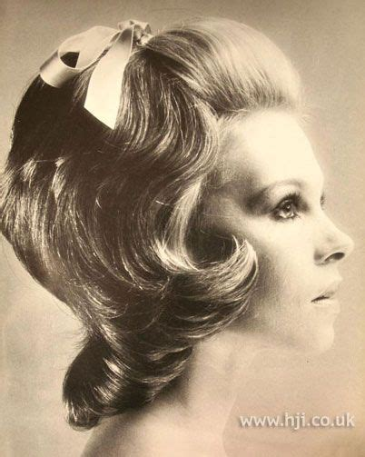 what was the hairstyle in 1971 1971 mid length blonde hairstyle the fringe of mid length