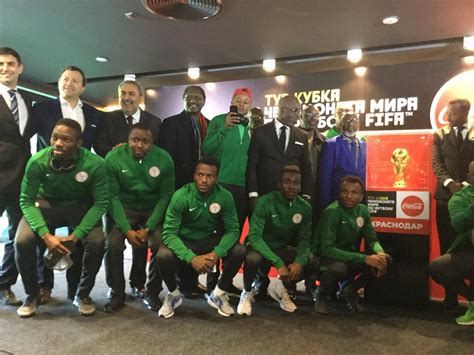 Schiffer Pose For World Cup 2 by Eagles Players Pose With World Cup Trophy And Russia