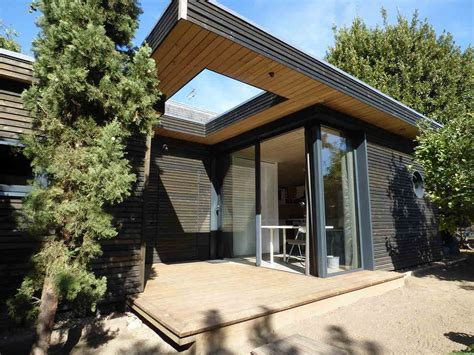 maisons de jardin en bois studio de jardin ind 233 pendant en ossature bois avec toiture v 233 g 233 talis 233 e par be bois la maison