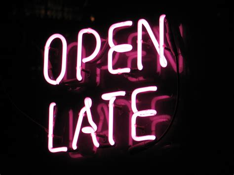 stores open late 2014 extended hours on thursdays
