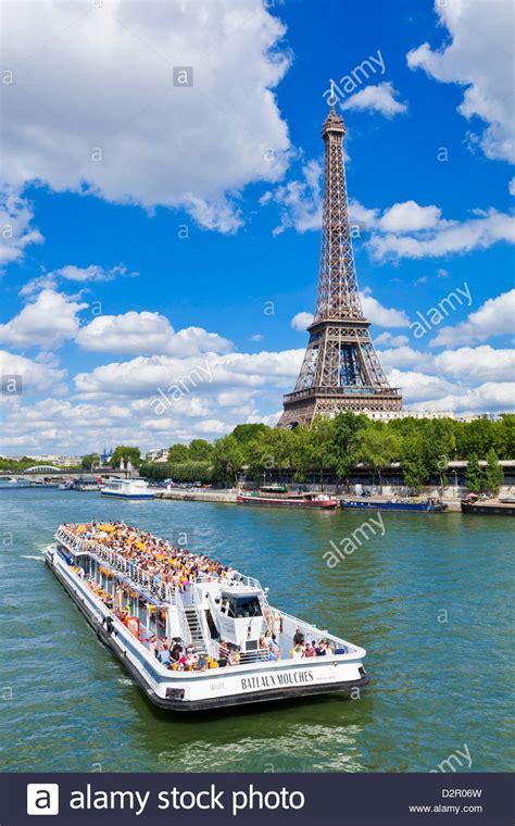 bateau mouche tour eiffel bateaux mouches tour boat on river seine passing the