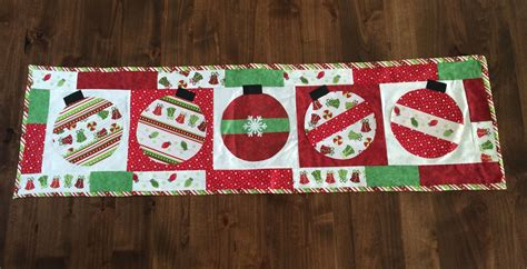Quilters Table Merry Amp Bright Christmas Table Runner Kit