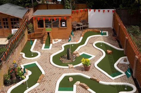 crazy backyard ideas urbancrazy 187 minigolf in your garden