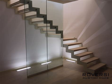 scala con ringhiera in vetro scale in acciaio e vetro