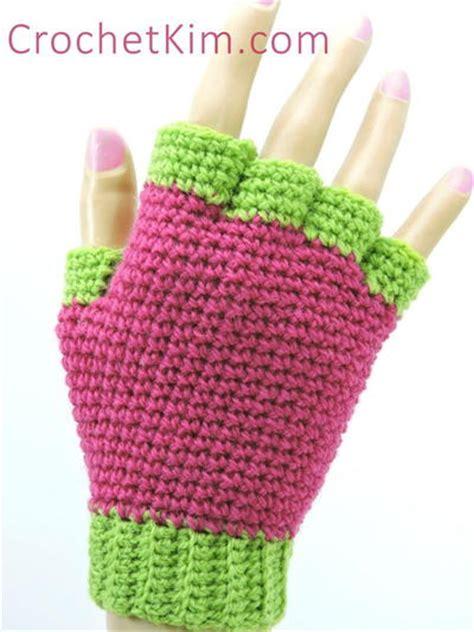 crochet pattern jersey jersey crochet mitten pattern favecrafts com
