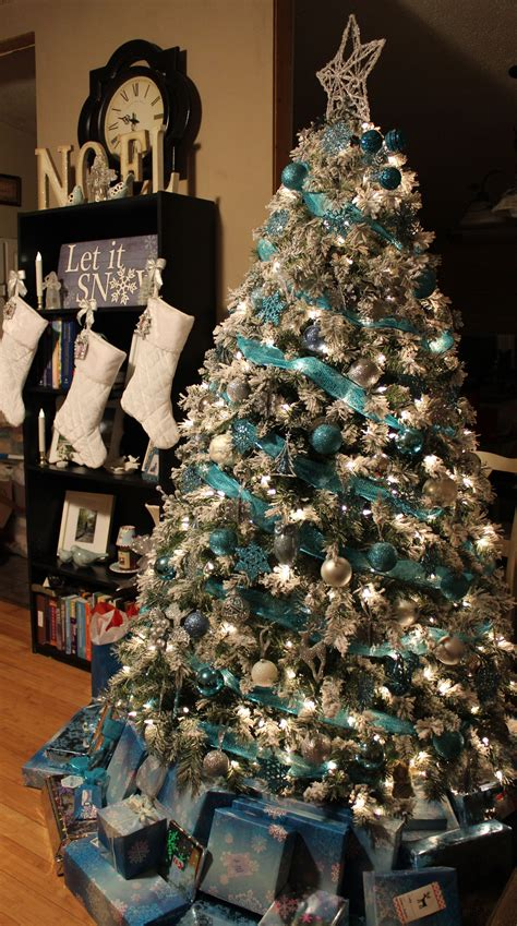 christmas trees tourquoise and silver turquoise blue white silver tree would rather see mesh instead of ribbon