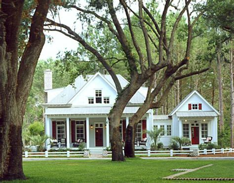 house with separate guest house 25 best ideas about southern cottage on pinterest