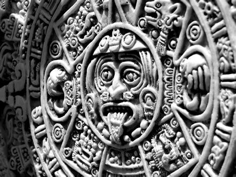 calendario azteca ver en fondo negro aztec calendar view