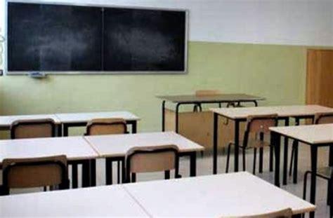 sui banchi di scuola nuove assunzioni comunali si cerca personale per lavorare