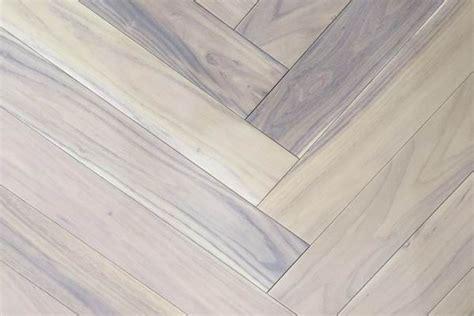 3?x 3/4' grey white oak herringbone hardwood flooring