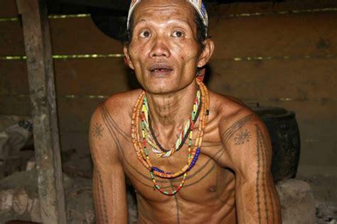 tradisi unik suku suku  indonesia