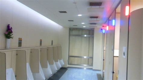 japanese public bathroom awesome public toilet in japan youtube