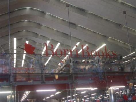 stazione termini libreria libreria borri piano atrio termini foto di borri books