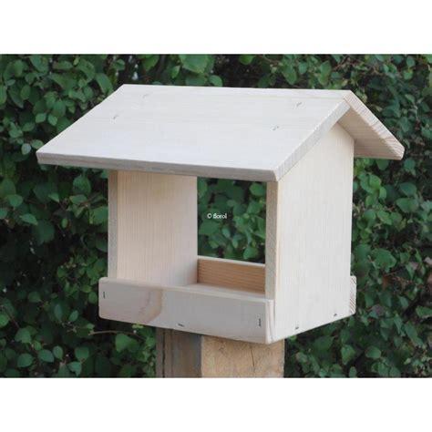 fabriquer une mangeoire pour oiseaux du jardin en bois