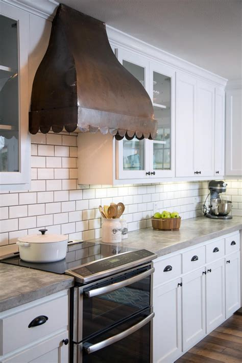 Hometown Kitchen Designs Get The Look Fixer Upper Kitchen House Of Hargrove