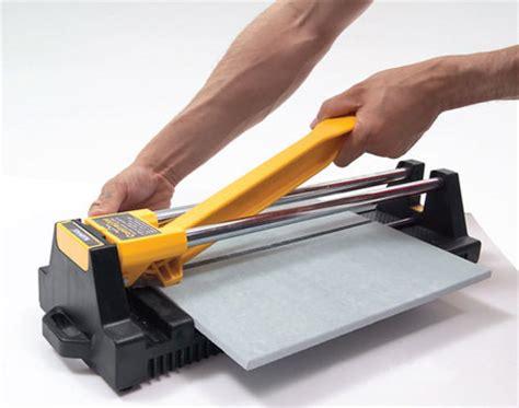tagliare le piastrelle come posare le piastrelle per il pavimento