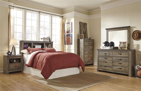 Trinell Bedroom Set by Signature Design By Trinell Bedroom