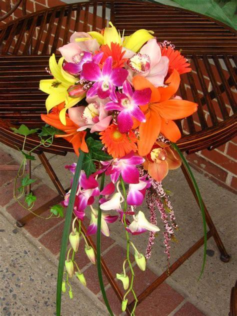 Pick tropical flowers for wedding decoration   Wedding